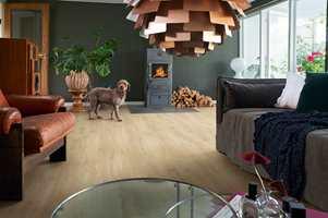 <b>EN STUE FOR DEG:</b> Skap et personlig og varmt interiør med Pergo Elegant Plank.