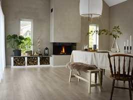 <b>NOE FOR ALLE:</b> Tarkett lanserer helt nye gulv i fem ulike laminatkolleksjoner. Kolleksjonene består av gulv med naturtro tre- og steinmønstre, noen med akustisk bakside som demper trinnlyden, og andre med ekstra brede bord i lengder på opptil to meter.
