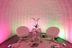 Lys påvirker stemningen og atmosfæren i et rom, og uten riktig lys vil det valgte interiøret eller eksteriøret se helt annerledes ut enn tenkt.