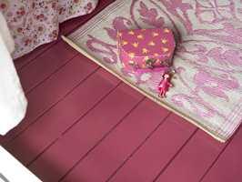 Gulvet er malt med Gulvmaling Plus, farge S 4040-R20B, fra Beckers. Foto: Frode Larsen/ifi.no