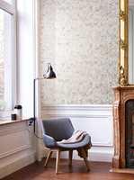 <b>ELEGANT:</b> Et elegant og litt herskapelig interiør kan dempes og gjøres litt mer avslappet med mer moderne, enklere møbler. Tapetet her er fra kolleksjonen Glasshouse fra Borge.