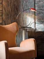 <b>STOL:</b> En stol trukket i et deilig, mykt stoff er perfekt å synke ned i. Dette tekstilet, Braille fra Aldeco/Green Apple, er laget av et tynt skum under og en myk mikrofiber på toppen, noe som gir den et unikt utseende og ligner braille-teknikken. I tillegg gjør det at det både ser og føles fantastisk ut.