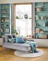 <b>TRENDY:</b> Bokhyller er trendy igjen. Mal dem for å få dem til å passe til ditt interiør. Og så kan du slenge deg ned med en god bok.