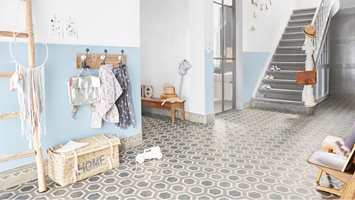 <b> MØNSTERRIKT: </b> Vågale gulv får du med vinylgulvet «Honeycomb» fra banevarekolleksjonen Tarkett Trend.