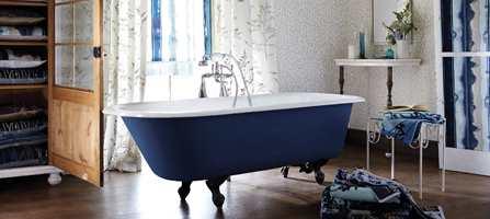 Badekar vil få en mer sentral rolle, tror trendguru Li Edelkoort. Tekstilene er fra Tapethuset.
