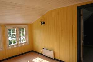 Loftsrommet før forvandlingen, med farger fra en annen tid.