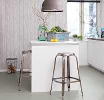 <b>RUSTIKK</b> Ensfargede linoleumsfliser i en farge som betong, med linoleumens gode egenskaper. Fra Marmoleum Click. (Foto: Forbo Flooring)