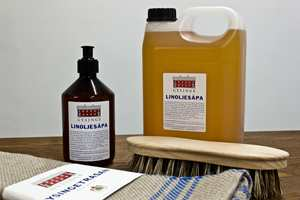 <b>GULVPLEIE: </b>Håndverksmessig produsert linoljesåpe er biologisk nedbrytbar og fetere enn vanlig såpe. Den brukes tradisjonelt til å vaske gulv med, men kan brukes til mye mer.