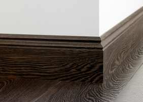 Brede gulvlister får gulvet til å virke større.