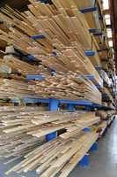 Produksjonsanlegget i Brumunddal er et av 17 anlegg i Norge, Sverige, Danmark og Litauen som lager interiørtreprodukter.