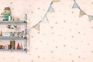 Little World inneholder tapeter i avdempede farger, og med mønster både voksne og barn kan like.