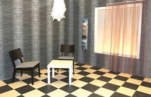 Sort og hvitt gulv i klassisk mønsterlegging; her med linoleumsfliser - med matchende tapet, også i sort/hvitt design.