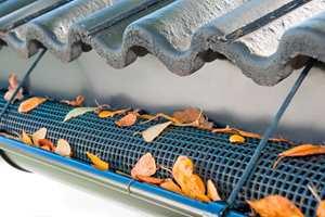 Løvfanger er en smart oppfinnelse for å hindre tette takrenner.