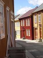 <b>LOKALT:</b> Dropp trendfargene, gå heller på jakt i den lokale historien og fin farger som kler huset og omgivelsene. (Foto: Bjørg Owren/ifi.no)