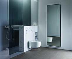 <b>LUKSUS:</b> Stor dusjsone, lekre materialer og dusj-og-føn-do gir luksusfølelse på badet. (Foto: Geberit)