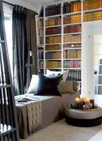 Myke og volumiøse tekstiler, puter og pledd gir liv og varme til interiøret.
