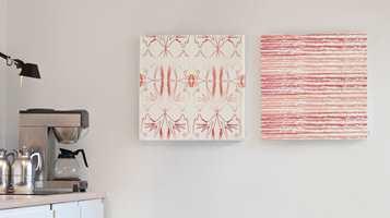 <b>LYD OG BILDE:</b> Kurage, som opprinnelig laget håndtrykte tekstiler, tilbyr også akustikkplater, som består av mineralull trukket med deres egne stoffer. Bildene er med på å dempe akustikken i rommet. (Foto: INTAG)
