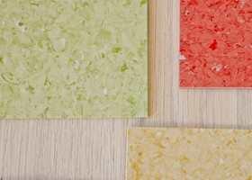 <b>GULV: </b>Start med gulvet, det enkeltelementet som har mest å si for stilen og atmosfæren i et rom. Gulvbelegg i riktige farger og mønster understreker det lette og luftige. Upofloor Zero fra Ehrenborg.