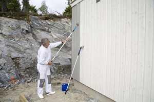 - Ved reklamasjoner dreier det seg oftest om at malingen er blitt slurvete lagt på, sier Chresten Nielsen, malermester og teknisk sjef i Beckers i Norge.