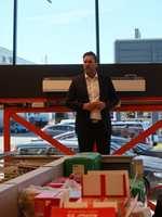 <b>HØYE MÅL:</b> Mal Proff-direktør Terje Langmoe åpner ny butikk i Fredrikstad. Han mener det er nødvendig å vokse for å overleve. I nabolokalene har også forbrukerkjeden Fargerike åpnet sin nye «storstue».