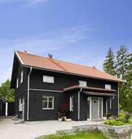 <b>MATT: </b>Matte fasademalinger passer godt til hus i moderne stil. Fravær av glans fremhever arkitekturen og gjør at fargen fremtrer på en ekte måte. (Foto: Beckers)