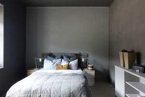 <b>SOV GODT:</b> Med taket malt i en dypere nyanse av veggfargen, skaper du en hulefølelse og en ro på soverommet.