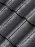 <b>BESKYTTET:</b> Etter vask og maling er taksteinene beskyttet mot vær og vind i mange år til.