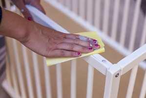 <b>SLIP:</b> Bruk et slipepapir eller en slipepad i forarbeidet.