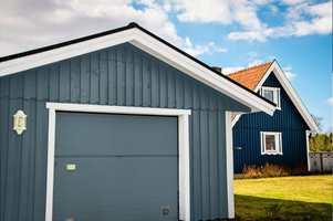 <b>FARGE:</b> Her er garasjen malt i fargen Titanium fra Flügger.