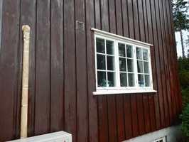 <b>DUGGMATTING:</b> Dugg på fasaden kan være en utfordring når du maler i høstmånedene. Det viser seg som matte skjolder når malingen tørker.