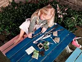Trebeis kan gi farge og beskyttelse til tremøbler. Foto: Flügger