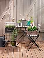 Et beiset møbel vil altså trenge vedlikehold etter kortere tid enn et malt møbel. Foto_ Flügger