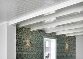 Dette tak er malt med grunning og to toppstrøk halvblank maling, glans 40, i farge 0502-Y.