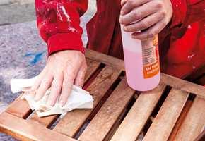 Tørk av med rødsprit for å fjerne slipestøv og for å få fjerne fett fra overflatene.