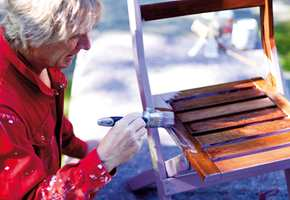 Noen malinger krever grunning, andre kan males direkte på treverket.