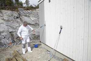 – Grunningen inneholder noen bekjempelsesmidler som fasademalingene ikke inneholder, sier Chresten Nielsen.