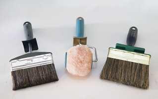 Lunde anbefaler å bruke en god pensel til maling av hus. Et godt spenn i busta gjør jobben lettere, og påføring med pensel gir bedre feste enn både rull og sprøyte.