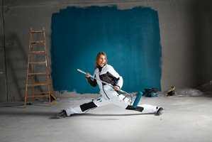 <b>MALERMOTE:</b> Martin Uhlen Fjeller hos MalProff forteller at de snart er klar med ny kolleksjon for maleren. – De vil ha college-gensere, bukser og t-skjorter. Stilen er løs og ledig, sier han.