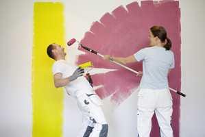 <b>MORO MED MALING:</b> Det er gøy å male. Det gjelder derfor å velge klær som er med på leken.