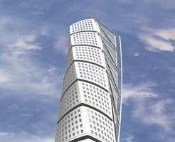 Turning Torso er tegnet av den verdensberømte spanske arkitekten Santiago Calatrava. Konstruksjonen vrir seg 90 grader på veien opp mot 190 meter.