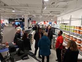 <b>FOLKSOMT:</b> Alle som har noe i oppussingsbransjen å gjøre var på plass da Mal Proff og Fargerike åpnet sine nye butikker på Kiellands Plass i Oslo.