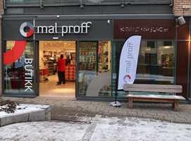 <b>PÅ GATEPLAN:</b> Inngangen til Mal Proffs nye butikk i Oslo er fra gateplan. Kundene til Fargerike får inngang via kjøpesenteret på Alexander Kiellands Plass.