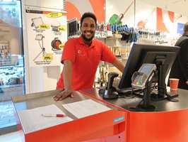 <b>SPENT BUTIKKSJEF:</b> Mohamed Abdullahi er butikksjef for Mal Proffs nye utsalgssted i Oslo. − Jeg gleder meg til å jobbe med fagfolk, sier han.