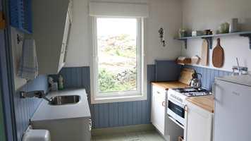 <b>KJØKKEN FØR:</b> Sommerlig hyttekjøkken klar for en oppgradering.