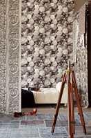 <b>HOLLAND:</b> Rosene i kolleksjonen Masterpiece er inspirert av gammel hollandsk kunst, og har potensiale for å skape mange ulike stemninger. Tapetet finnes i en rekke fargekombinasjoner på vinyl med fiberbakside. Føres av Storeys.