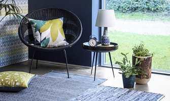 Når vi velger møbler og materialer til stuen, bruker vi mye tid på farger. Det kan være lett å overse at overflaten på de ulike materialene også betyr mye for helheten.