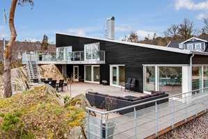 Matte fasader fremhever husets arkitektur og veggenes farge.