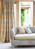Her er gardiner fra Green Apple. Navnet er Benaki Curtain, Amber Steel.