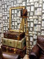 Bokreoler med lærinnbundne bøker og gamle bind kan bli riktig så tøft i et arbeidsrom eller en koselig lesekrok. Foto: Chera Westman/ifi.no