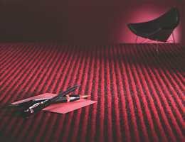 Stripete gulv i form av heldekkende teppe, designet av Ulf Moritz. Interiøragenturer J. Sveen.